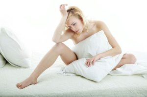 woman_alone_bed_m-425x282